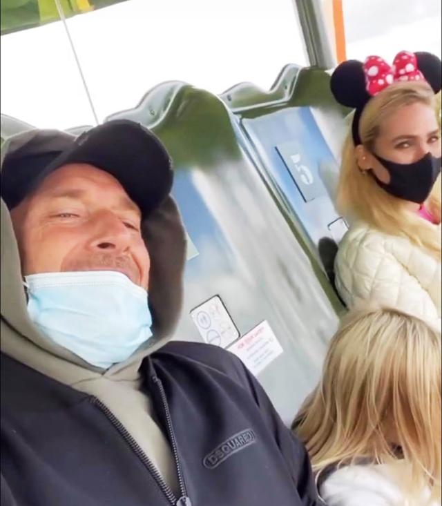 Ilary Blasi e Totti a Disneyland Paris con Isabel per il compleanno di Francesco: foto