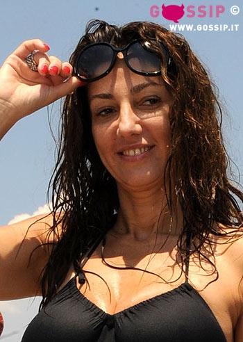 Fanny cadeo un p di sole dopo il bagno in piscina foto e gossip - Prurito dopo bagno in piscina ...