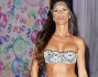 Antonella Mosetti bellissima sfila in un sexy bikini nero con rifiniture in pizzo san gallo