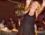 Barbara Foria festeggia in gran compagnia a Roma: eccola durante la torta
