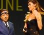 Belen Rodriguez sul palco insieme a Piero Chiambretti conduttore della serata