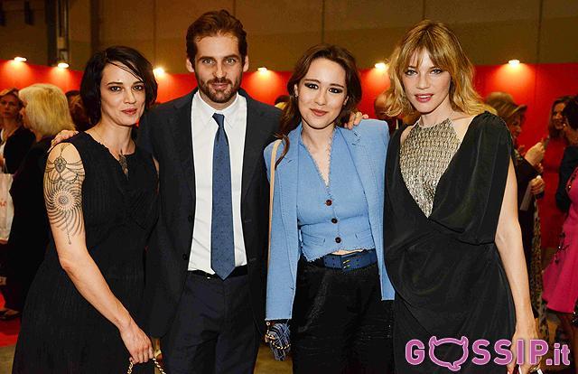 Tomaso Trussardi e Asia Argento con Aurora Ramazzotti e Gaia Trussardi