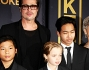 Brad Pitt con i figli e i genitori William e Jane Pitt
