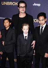 Brad Pitt senza Angelina porta i figli sul red carpet: le foto