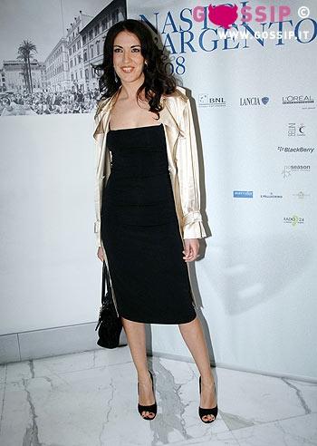 Carolina crescentini con look da diva alla presentazione - La diva giulia ...