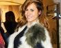 Look fashion anche per Michela Coppa intenta a scrutare gli stand della boutique