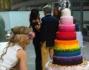 Altissima e coloratissima con tanto di iniziale glitterata al centro sopra la torta: Barbara D'Urso