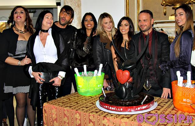 Tantissimi amici a festeggiare il pr romano Antonello Lauretti