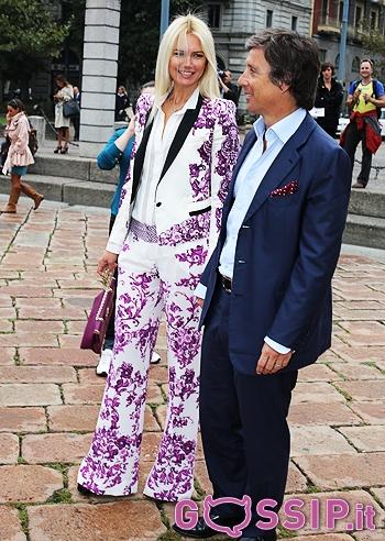 d5cc25264a6f Elizabeth Hurley e il fidanzato ospiti della sfilata di Roberto Cavalli   foto