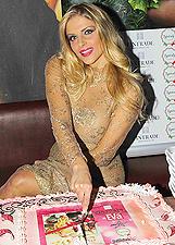 Sexy pupa ai fornelli, il calendario di Francesca Cipriani: le foto