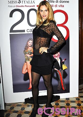 Elena Ossola Calendario.Giusy Buscemi Presenta Il Calendario 2013 Di Miss Italia Le