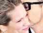 Baci e dolci attenzioni per la gioia dei fotografi per  Robert Downey Jr e la moglie Susan