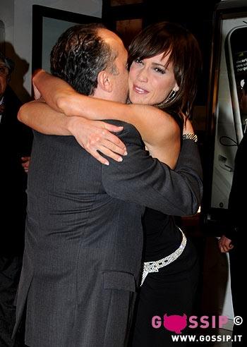 Maurizio casagrande abbraccia roberta giarusso foto e gossip - La valigia sul letto film ...