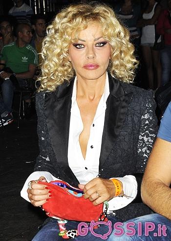 Marina marchione presenta il suo libro al gay village foto e gossip - Amori diversi testo ...