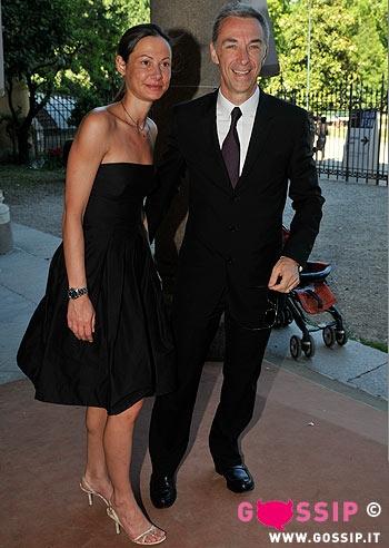 Il dj linus pasquale di molfetta con la moglie