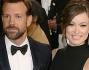 Olivia Wilde ha sfoggiato il pancione al settimo mese in un abito nero di Valentino al fianco del fidanzato Jason