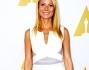 Gwyneth Paltrow in abito longuette bianco sandali neri intrecciati