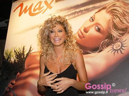 Maddalena Corvaglia Calendario.Maddalena Corvaglia Presenta Il Calendario 2007 Foto E Gossip