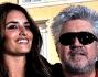 pedro almodovar presenta a roma il suo nuovo film  insieme alla bella penelope cruz