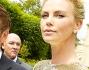 Charlize Theron ha indossato un abito in oro molto corto mentre Sean Penn in perfetta forma ha optato per un completo nero senza cravatta