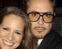 Robert Downey Jr abbraccia la moglie Susan durante le foto di rito sul red carpet dell'anteprima