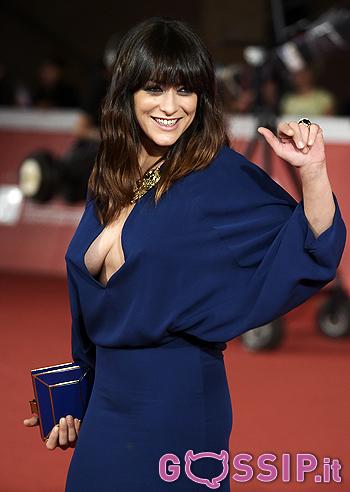 Valentina Lodovini Sexy Scollatura Sul Red Carpet Le Foto
