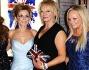 Melanie Brown, Emma Bunton, Melanie Chisholm  e Geri Halliwell con la loro produttrice
