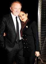 Salma Hayek innamorata con il marito Francois Henri Pinault alla sfilata Saint Laurent: le foto