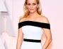 Reese Witherspoon in bianco e nero ha posato per i fotografi sul red carpet