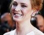 Uma Thurman bellissima in bianco come un cigno sull'ultimo red carpet di Cannes