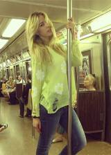 Elena Santarelli, in metro 'somewhere'