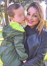 Anna tatangelo mamma affettuosa al parco con il - Parco mamma anna cucine ...