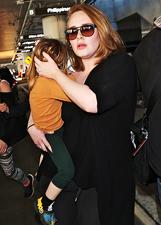 Mamma Adele a Los Angeles con il piccolo Angelo: le foto