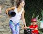 Alessandra Ambrosio dopo la lezione di yoga insieme al compagno Jamie Azur ed i figli Noah e Anja