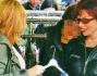 Alessandra Mussolini insieme alla madre Maria Sciolone si aggira tra le bancarelle