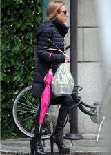 Allegra Versace va a trovare la mamma Donatella e le porta una pianta: le foto