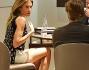 Massimo Ambrosini e Paola Angelini discutono alcuni dettagli con il responsabile