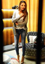 Anna Tatangelo a caccia di scarpe a Milano: le foto