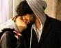 Bolle ancora la passione tra Gianfranco Apicerni e Lucrezia Gizzi che si scambiano coccole e baci durante la passeggiata