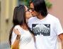 La passione di certo non manca per Michela Quattrociocche e Alberto Aquilani che si scambiano un bacio davanti ai fotografi