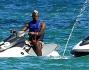 Fanny Neguesha e Mario Balotelli si divertono a cavalcare le onde dell'oceano a Miami