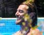 Federico Balzaretti gioca in acqua con la piccola Julia avuta dalla moglie Eleonora Abbagnato