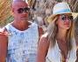 Bar Refaeli e Adi Ezra in vacanza a Mykonos con alcuni amici