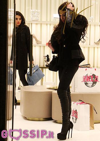 Barbara guerra fa shopping da zanotti a milano: le foto