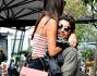 Andrea Iannone prende in braccio la sua bella incurante dei paparazzi