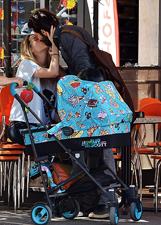 Laura Chiatti e Marco Bocci tra biberon e baci appassionati a Roma: le foto