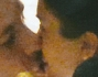Teneri baci nella notte tra il bell'attore Raoul Bova e Rocio Munoz Morales