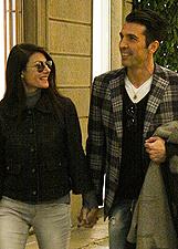 Ilaria D'Amico e Gigi Buffon, shopping natalizio a Milano: foto