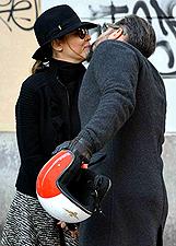 Cecilia Capriotti discute con il suo Gianluca Mobilia, poi pace con un bacio: foto