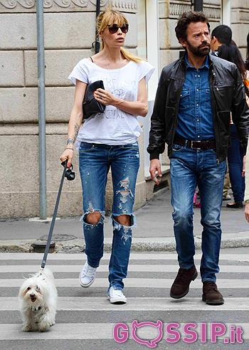 newest collection ed33e 4852f Look casual young per la coppia che opta per jeans, t shirt ...